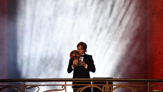 Luka Modric conquistou Bola de Ouro num ano em que voltou a ganhar a Champions e foi à final do Campeonato do Mundo de seleções