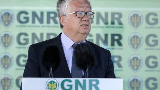 Eduardo Cabrita anunciou a decisão durante uma cerimónia de entrega de veículos à GNR