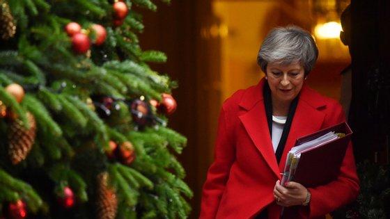 Theresa May enfrentou críticas no Parlamento por ter recusado divulgar o parecer na íntegra