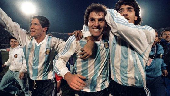 Oscar Ruggeri, ao centro, com Diego Simeone e Sergio Vázquez ao serviço da seleção da Argentina