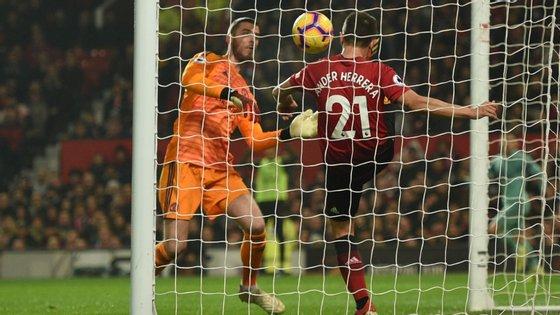 David De Gea deixou um passar uma bola fácil após cabeceamento de Mustafi e ajudou ao golo inaugural do Arsenal