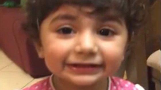 Zainab Mughalestá doente e precisa de um dador compatível com o seu tipo de sangue. Os pais fazem agora um apelo mundial