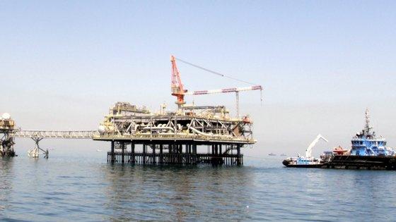 Na reunião de Viena vai discutir-se a estratégia da organização para 2019 e o volume de produção face à queda do preço do crude nos mercados internacionais