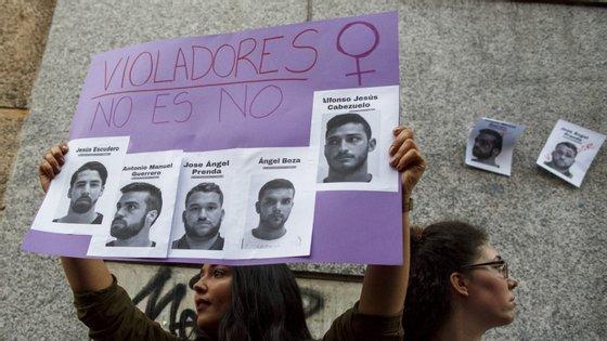 Depois de os cinco arguidos do grupo La Manada terem sido condenados por abuso sexual e não agressão sexual, as manifestações multiplicaram-se nas ruas espanholas