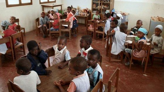 O estudo contou com a participação de 2.804 alunos e 566 docentes