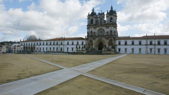 O Mosteiro de Alcobaça é uma das primeiras fundações monásticas cistercienses em território português