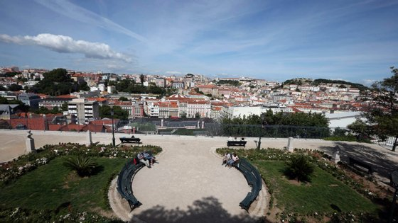 Vista panorâmica de Lisboa a partir do jardim de S. Pedro de Alcântara, Lisboa