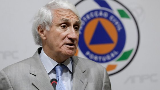 O presidente da Autoridade Nacional de Proteção Civil, Mourato Nunes, recusa fazer comentários do ponto de vista político relativamente às negociações entre o MAI e a Liga Nacional dos Bombeiros