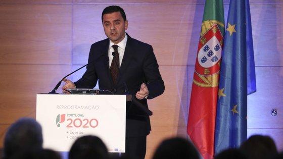 O ministro do Planeamento e das Infraestruturas, Pedro Marques,  durante a sessão de anúncio da Aprovação da Reprogramação do Portugal 2020, no Centro de Congressos de Lisboa