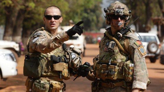 Militares portugueses no centro de comando da EUTM em Bangui na República Centro-Africana.
