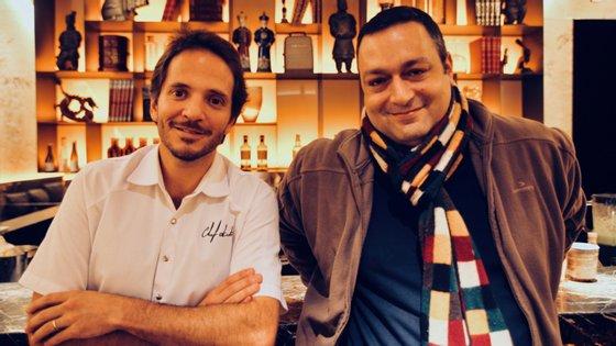 """O chef Kiko Martins (à esq.) e o fundador do Bit2Geek, Nuno Chabert, formam a dupla que pode por o Planeta Vermelho a """"comer"""" Portugal"""