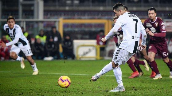 Ronaldo marcou assim a grande penalidade que decidiu o dérbi a favor da Juventus frente ao Torino