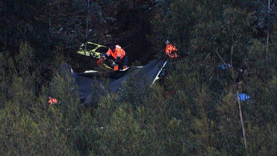 A queda de um helicóptero do INEM ao final da tarde de sábado, no concelho de Valongo, distrito do Porto, causou a morte aos quatro ocupantes