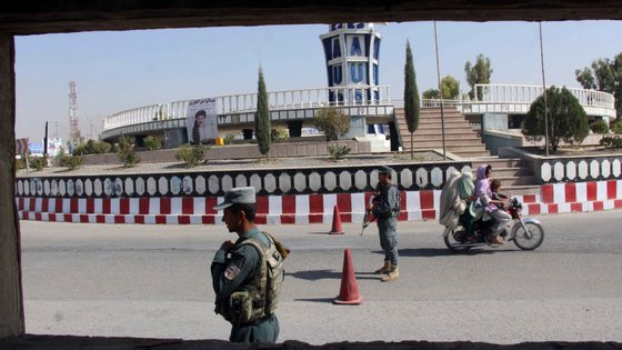 A Arábia Saudita, o Paquistão e os Emirados Árabes Unidos foram os únicos países que reconheceram o Governo islâmico radical dos talibãs quando ele dirigiu o Afeganistão, de 1996 até 2001