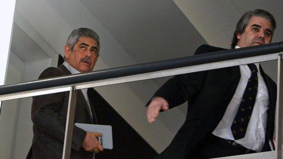 O assessor jurídico do Benfica, Paulo Gonçalves, à direita