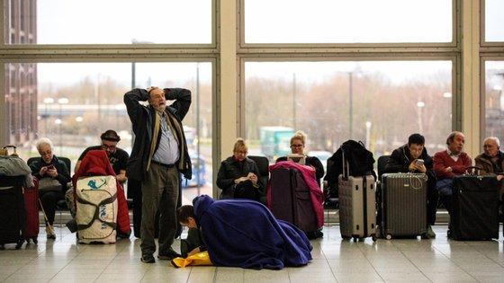 Mais de mil voos e 140 mil passageiros afetados por encerramentos em Gatwick