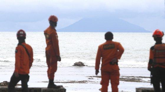 O tsunami ocorreu no sábado e o útlimo balanço indica  pelo menos 430 mortos, 159 desaparecidos e mais de 22 mil desalojados