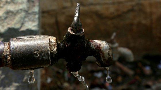 a indicação dos litros consumidos estará disponível nas faturas da Empresa Pública de Águas Livres (EPAL), Águas do Norte, Águas da Região de Aveiro e Águas de Santo André