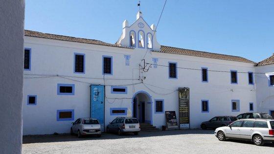 As obras de contenção, respeitantes à primeira fase, vão envolver uma verba de 1,6 milhões de euros financiada pelo Fundo de Salvaguarda do Património Cultural