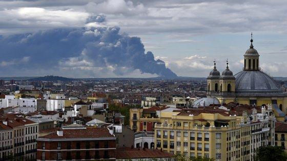 Vista para a Catedral de Almudena, no centro de Madrid, Espanha