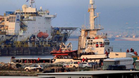 """O navio """"Open Arms"""" chegou a Espanha por volta das 8h30, depois de o Governo ter autorizado o desembarque"""