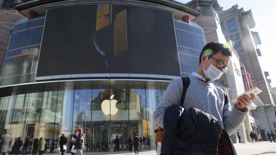 A Apple já levantou dúvidas entre os investidores em novembro passado, quando anunciou que a partir de então iria deixar de publicar os números trimestrais de vendas do iPhone