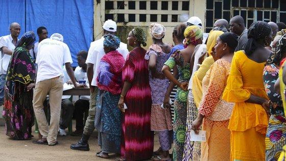 A legalização da poligamia para os homens, até um limite de quatro mulheres, passa a estar inscrita no novo código civil da Guiné-Conacri