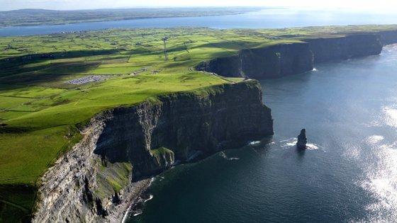 Em 2016 quase 1.5 milhões de pessoas visitaram os Cliffs of Moher