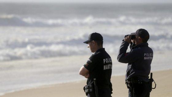 No local, a Polícia Marítima acabou por detetar a viatura do homem desaparecido na zona urbana da Costa da Caparica