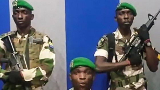 Grupo de militares leu um comunicado a partir da estação pública de televisão