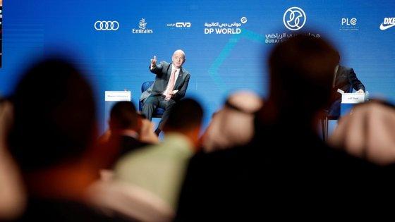 O presidente da FIFA, Gianni Infantino, falava aos jornalistas depois de um encontro de cortesia ao Presidente guineense, José Mário Vaz