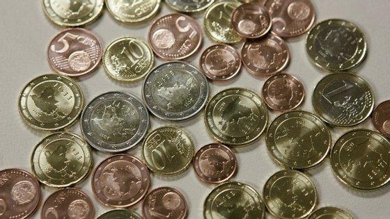 O Banco Central Europeu fixou esta segunda-feira a taxa de câmbio de referência do euro em 1,1445 dólares