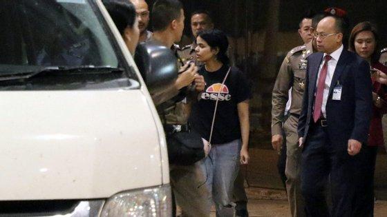 Rahaf Mohammed al-Qunun, de 18 anos, fugiu e aterrou no aeroporto de Banguecoque este fim de semana, onde foi detida