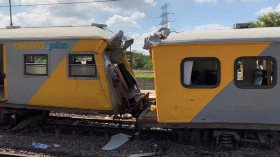 Uma das carruagens dos comboios que colidiram na estação de Mountain View