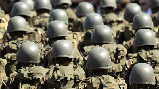"""Segundo o Ministério da Defesa, os resultados do inquérito revelam que 88,1% dos jovens """"confia ou confia totalmente nas Forças Armadas"""""""