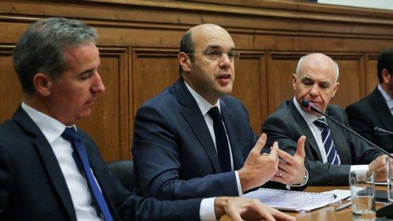 Pedro Siza Vieira foi hoje ao parlamento dar explicações sobre a atribuição de donativos e fundos de apoio às vítimas dos incêndios de Pedrógão Grande, a pedido do CDS-PP