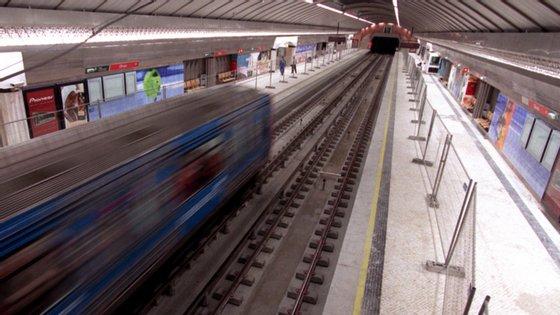 O Governo lançou esta quarta-feira o concurso para a construção das novas estações Estrela e Santos e o consequente prolongamento das linhas Amarela e Verde