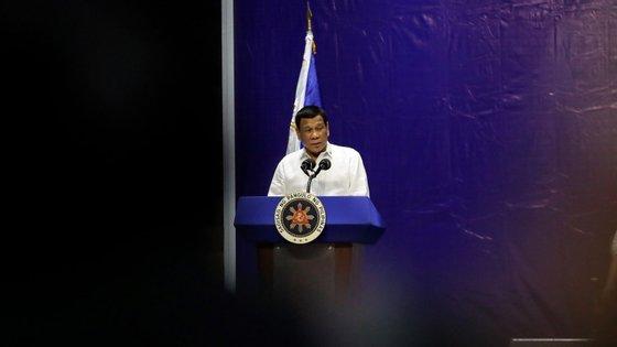 O Presidente das Filipinas, Rodrigo Duterte, anunciou que o seu Governo não irá comprar mais equipamento militar aos EUA