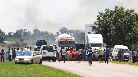 Nos últimos 20 anos, a economia do Zimbabué não parou de encolher, estrangulada financeiramente pela falta de liquidez e inflação galopante
