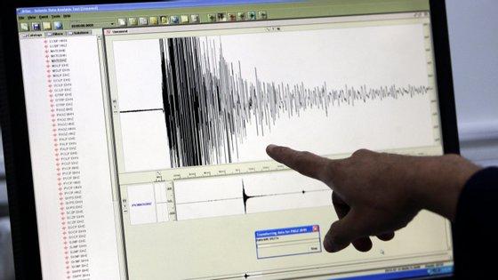 Filipinas assentam numa zona de grande atividade sísmica e vulcânica