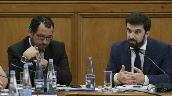 As novidades ao modelo de avaliação externa das escolas foram apresentadas pelo secretário de Estado da Educação, João Costa (esquerda)