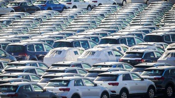 A pedido da própria Autoeuropa e da Volkswagen, o primeiro comboio que está a ser feito integrará 15 vagões porta-automóveis de dois pisos, cada um transportando dez carros Volkswagen, num total de 150 veículos