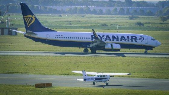 As ações da Ryanair na bolsa de Londres estão em queda e cotavam a 9,89 euros pelas 10h30, menos 1,26% do que na abertura