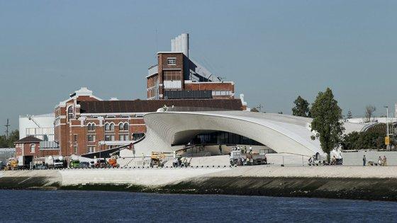 A exposição The Architecture of Life, sobre Carlos Bunga, ficará no MAAT até 20 de maio