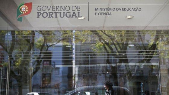 A tutela diz estar atenta ao que se irá passar na Escola Secundária Inês de Castro
