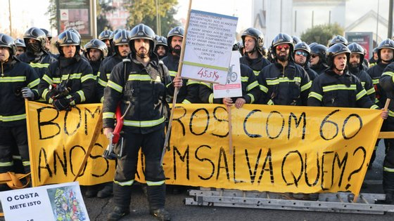 A paralisação foi aprovada na segunda-feira da semana passada durante uma manifestação que reuniu cerca de 150 bombeiros em frente ao Ministério do Trabalho e Segurança Social