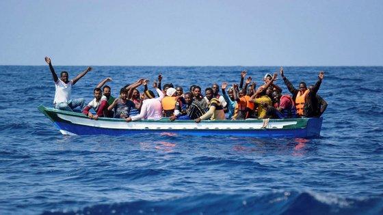 Essa situação ocorre no momento em que há apenas um navio humanitário, o Sea Watch 3, a patrulhar o Mediterrâneo