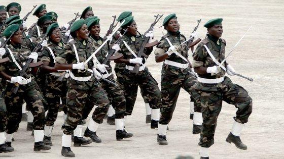 As Forças Armadas Angolanas vão dar prioridade à formação e reequipamento da Força Aérea Nacional