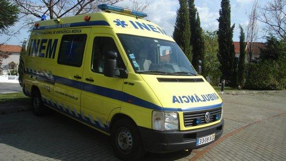 No local estão os Bombeiros Voluntários do Porto, os Sapadores Bombeiro do Porto, o INEM e a PSP