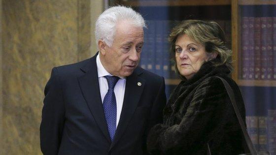 O governador do Banco de Portugal, Carlos Costa, e a vice-governadora, Elisa Ferreira.